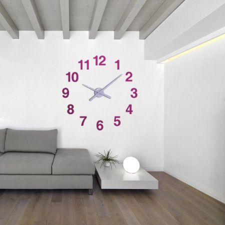 Decoración del salón con relojes personalizados