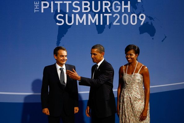 Michelle Obama and Barack Obama Photos Photos - (AFP OUT) U.S. President Barack Obama (C) and U.S. first lady Michelle Obama (R) welcome Spanish President Jose Luis Rodriguez Zapatero to the welcoming dinner for G-20 leaders at the Phipps Conservatory on September 24, 2009 in Pittsburgh, Pennsylvania. Heads of state from the world's leading economic powers arrived today for the two-day G-20 summit held at the David L. Lawrence Convention Center aimed at promoting economic growth. - World…