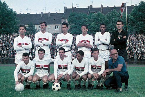 São Paulo XI v  MSV Duisburg, 16 June 1964. (Photo: Werner Otto/Getty)