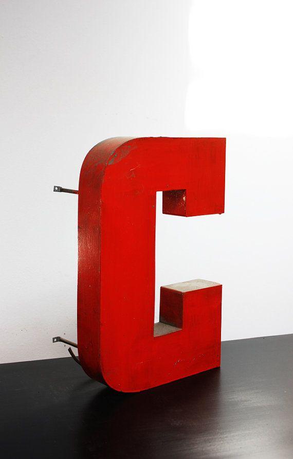 Lettera C in Metallo originale degli anni 70 Perfetta per un Regalo #letter #letters #font #metallicletter #insegna