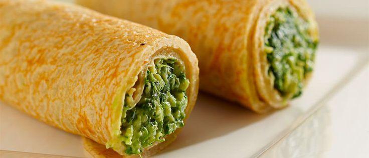 Panqueca de quinua com espinafre e queijo Ingredientes:  * 2 ovos  * 3 colheres (chá) de manteiga light  * 1 copo (240 ml) de leite desnatado  * 3 colheres (sopa) de farinha de trigo integral  * 1 colher (sopa) de farinha de trigo branca  * 5 colheres (sopa) de quinua em flocos  * ½ colher (chá) sal  Recheio:  * ½ cebola picada  * 1 maço de espinafre lavado e picado  * 2 fatias grossas de queijo branco light picado  * Sal a gosto