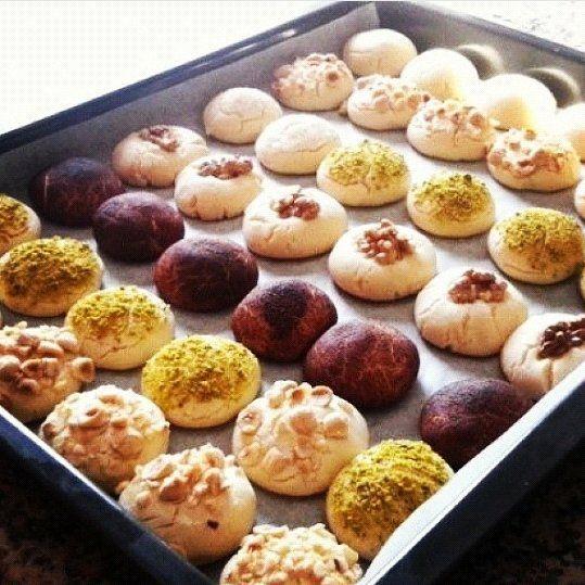 Yine muhteşem ağızda dağılan uzun süre bayatlamayan pastane kurabiyesi NİŞASTALI KURABİYE Malzemeler:
