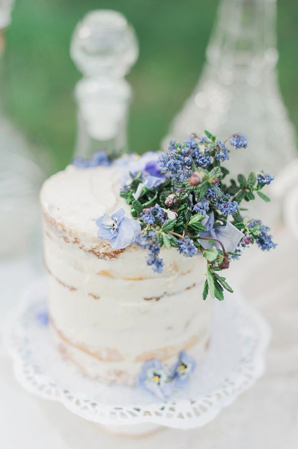 wedding cake with floral accent - photo by Christine Williams http://ruffledblog.com/southern-peach-orchard-styled-shoot
