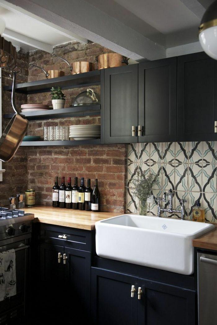 moderne küchen schwarze küchenschränke und ausgefallene ziegelwand