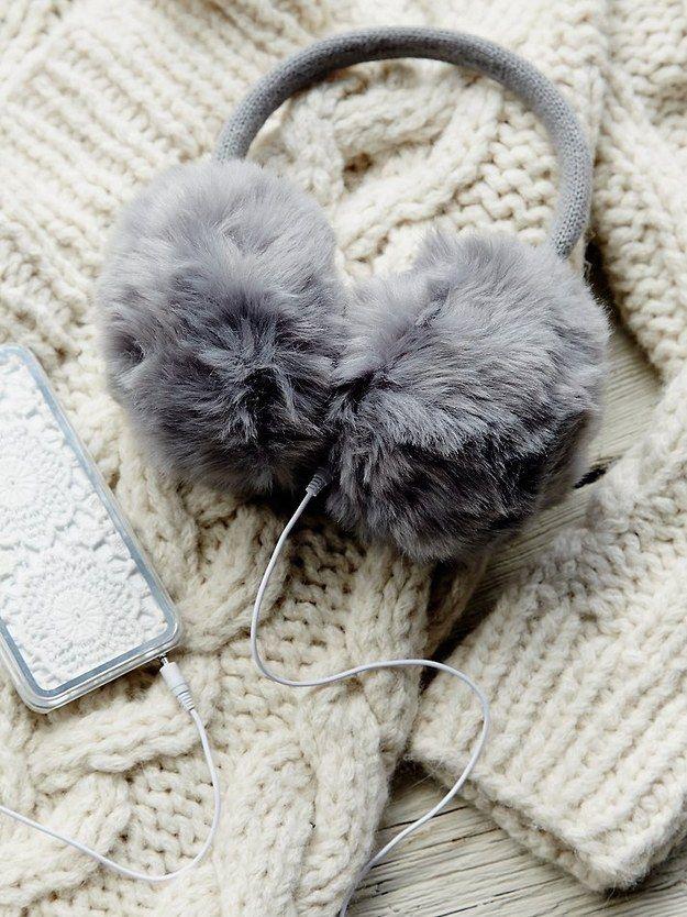 Un par de audífonos que protegerán tus orejas del frío. | 21 Regalos increíbles que alguien que siempre tiene frío amaría recibir
