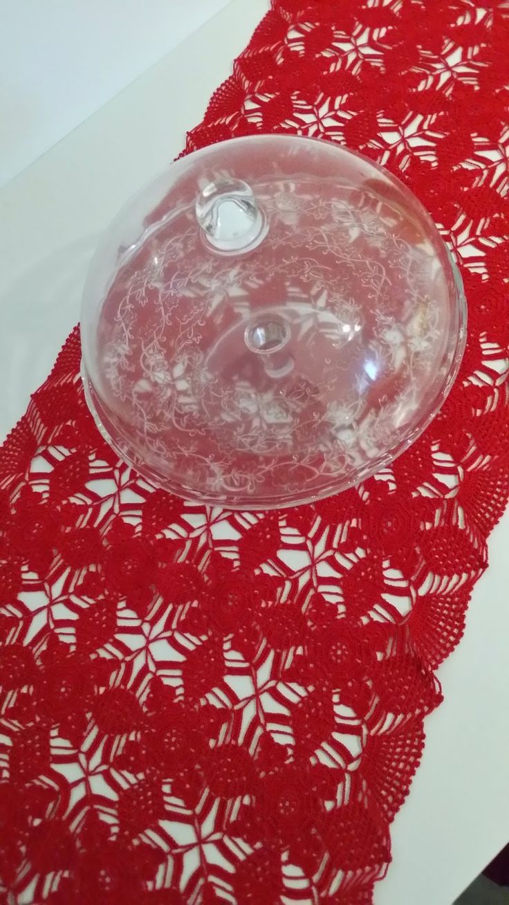 MerlettiAmo insieme: Centrotavola crea contrasto    merletto, uncinetto, crochet, Natale, centrotavola, rosso