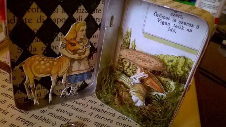 Mini box of Alice in the wonderland