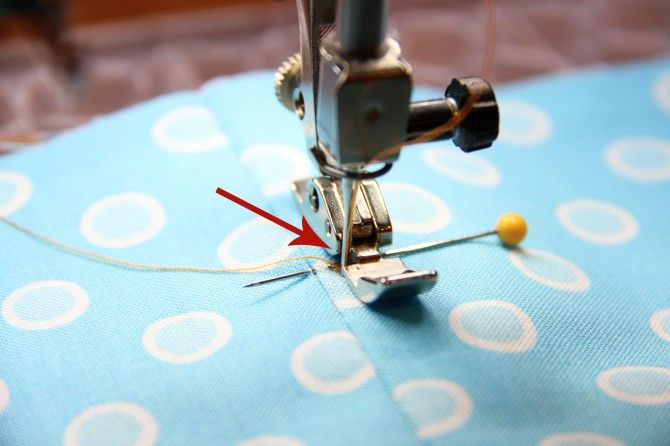 The best zipper tutorial I've seen. She uses scotch tape to hold down the zipper instead of pins-- genius!Zipper Tutorial, Zippers Tutorials, Basic Zippers, Genius Addition, Awesome Zippers, Sewing Zippers, Zippers Installations, Zippers Pouch, Scotch Tape