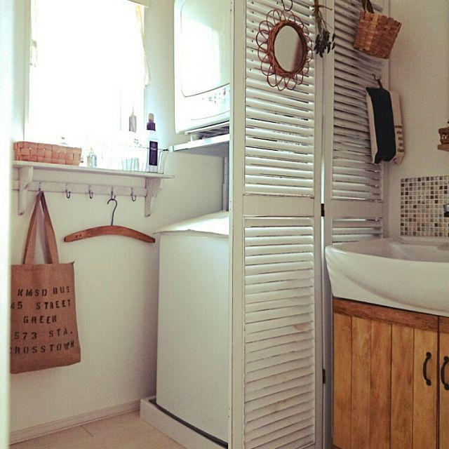 女性で、4LDKのルーバーパーテーション/実用性はばっちり/たて型洗濯機/洗面台リメイク/カメラマークが出たので…などについてのインテリア実例を紹介。「悪天候でも花粉の時期にも重宝(。・ω・)ノ゙脱水後30分で洗濯物ふわふわ〜**のガス乾燥機。。。 難点は、デカ!!圧迫感!馴染まない‼ 同じお悩みの方いるんでしょうか・・・」(この写真は 2016-03-12 11:17:35 に共有されました)