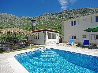 www.croatiatours.hr/Low+Price+-+Garantie/Ferienhaus+im+dalmatinischen+Hinterland+++Ferienhaus in Kroatien von @homeaway! #vacation #rental #travel #homeaway
