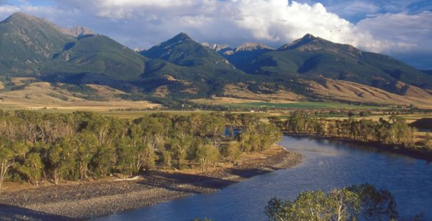 Looking for a vacation home on the Yellowstone River just north of Yellowstone Park?  Check out:  http://yellowstonelookout.com