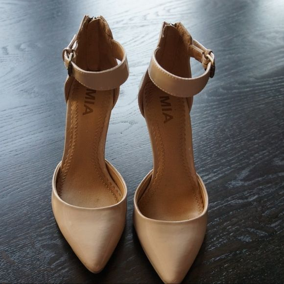 Mia Shoes - Cream/Beige MIA Closed Toe