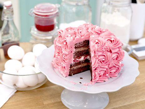 chokladtårta med marängsmörkräm, och hallon/lime fyllning