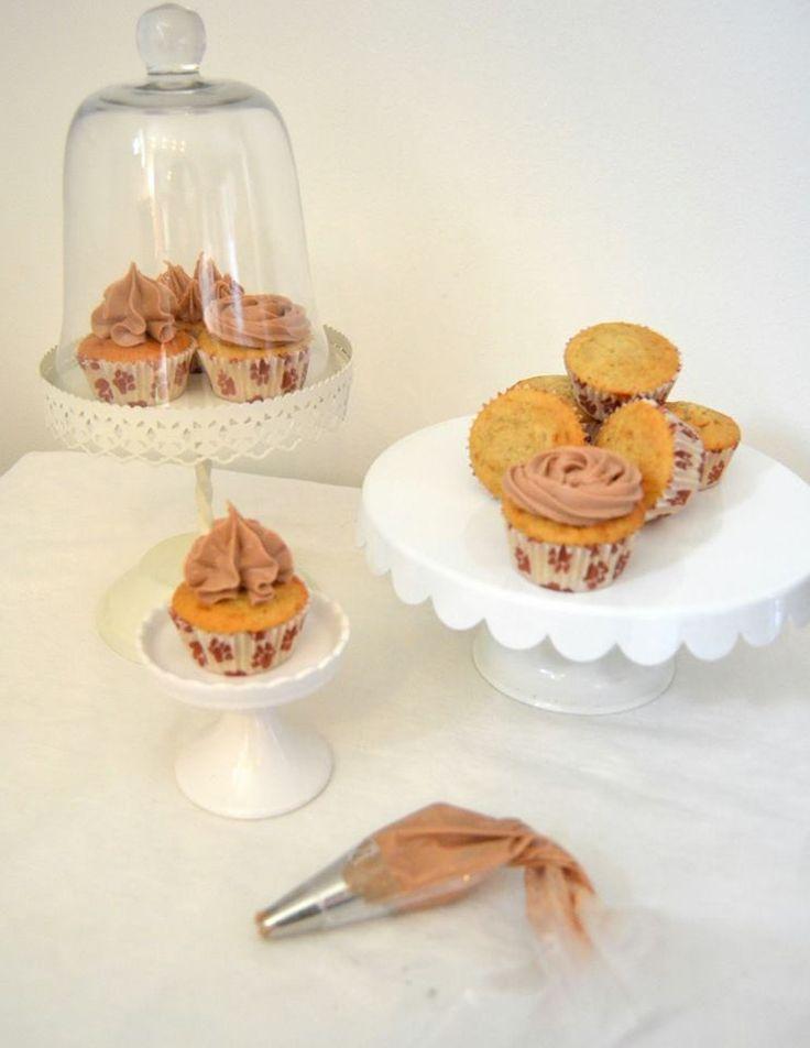 Vår konsulent Brenda gick vår spritskurs i helgen och har gjort dessa läckra cupcakes med härlig frosting. Formar, spritspåse och tyll är från SugarKitchen! Bra jobbat, Brenda!