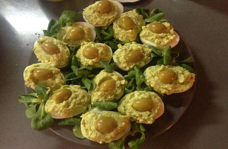 яйца фаршированные  авокадо и мягким сыром\ нежная закуска