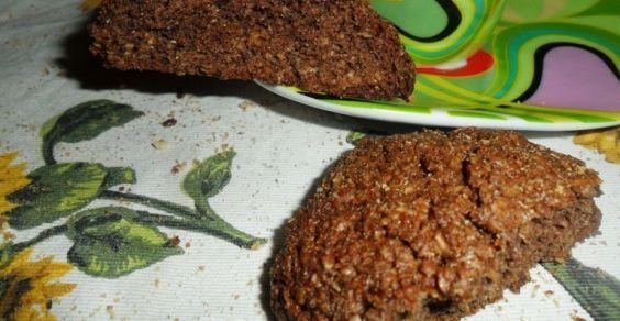 Una colazione buona e sana per ritrovare l'energia e la regolarità intestinale? Vi propongo dei biscotti rustici a base di crusca e cacao, molto semplici e veloci da preparare.