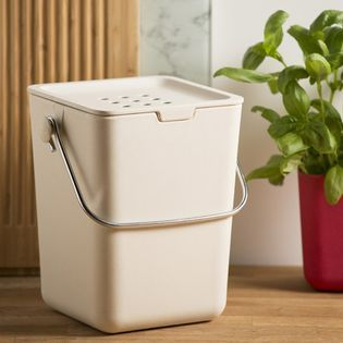 les 25 meilleures id es de la cat gorie poubelles sur pinterest poubelles de cuisine armoire. Black Bedroom Furniture Sets. Home Design Ideas