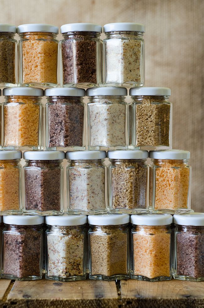 Flavoured salts :  Bacon and Shiitake - Roasted garlic and Chilli Sauce - Red Wine and Rosemary - Coffee