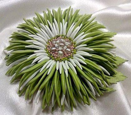 """Броши ручной работы. Ярмарка Мастеров - ручная работа. Купить """"Весна идет!"""" Брошь цветок натуральная кожа жемчуг зеленый. Handmade."""