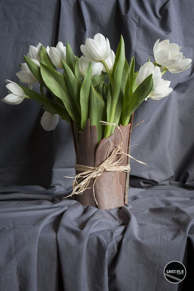 Querem saber como fazer esta linda jarra? Então passem por http://mycherrylipsblog.com/diy-jarra-de-flores-384180 e vejam como é simples criar uma peça assim.