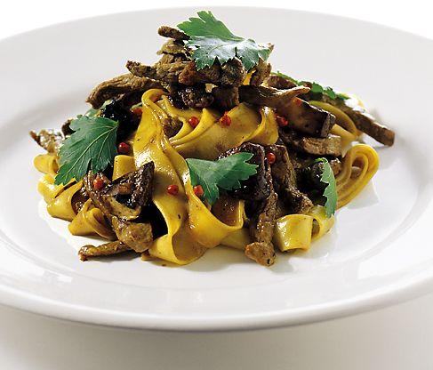 Pappardelle i pepparsås med biff och svamp | Recept från Köket.se