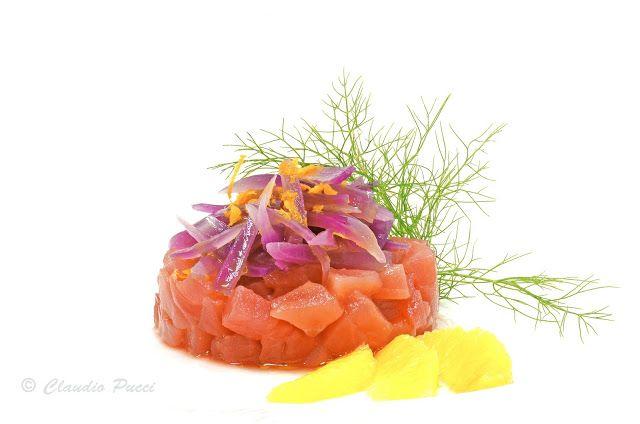 Piccolo Mondo : Tartare di tonno con cipolle di Tropea all'arancia...