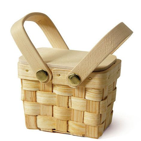 This Mini Picnic Basket Wedding Party Favor Box makes a fabulous addition to themed weddings, parties, school picnics, corporate events and kids and adult birthday parties. The lid can be simply and d