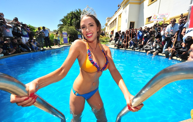 @vale_ortega en el tradicional piscinazo