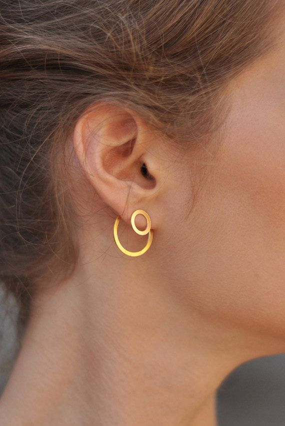 Gold Circle Ear Jacket , Double Sided Earrings , Round Ear Jacket , 2 Pairs in 1 , Gold Ear Jackets , Circle Earrings , Minimalist Earrings , Modern Jewelry , Geometric Ear Jackets  Geometric, dainty and chic  Such a unique piece that combines elegance with a strong presence. The earrings are made of brass plated with high quality nickel free gold. The pin is made of silver 925 (who is gold platted) and therefore its hypo-allergeni. The earrings comes with comfortable and secure silicon…