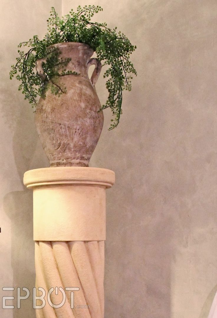 I had this awkward small corner to fill in my new bedroom , and some of you suggested a decorative column. I loved the idea, and jokingly su...