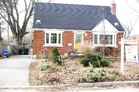 Toronto - Cliffcrest/Bluffs  Lovely Bluffs Area Home 5 Minites To Nature Trail To Lake And Minutes To Transit. New Oak Kitchen W/ S/S Appliances Overlooks Backyard. Fully Finished Bsmt W/ Family Room & 4th Brm Or Office,Gas Fireplace. Lovely 50'X150' Treed Property With Above Ground Pool And Multi-Tiered Deck/Entertainment Area. Garage Converted To Heated Workshop/Studio. Great Family Neighbourhood And Located In RH King School District.
