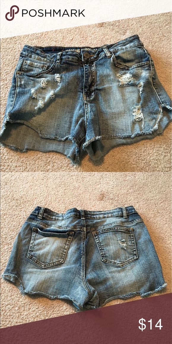 Great ripped jeans shorts! Ready for some summer fun in these Mossimo supply company distressed looking Jean shorts! They are a great addition to your summer look🌅✌🏾 Shorts Jean Shorts