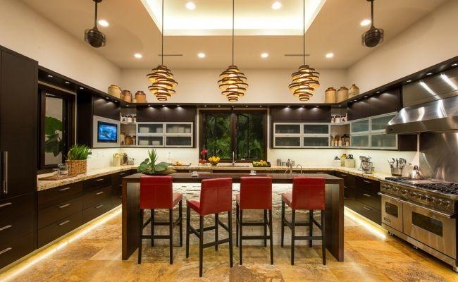 große Küche unterbauleuchten schränke tropisches flair