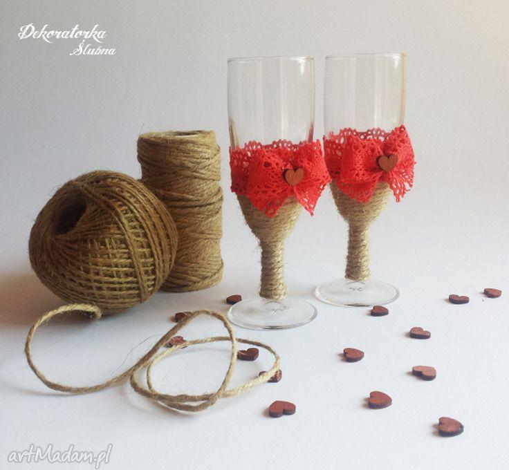 Zestaw dwóch kieliszków szampana czerwoną koronką kieliszki szampanówki lampki koronka sznurek