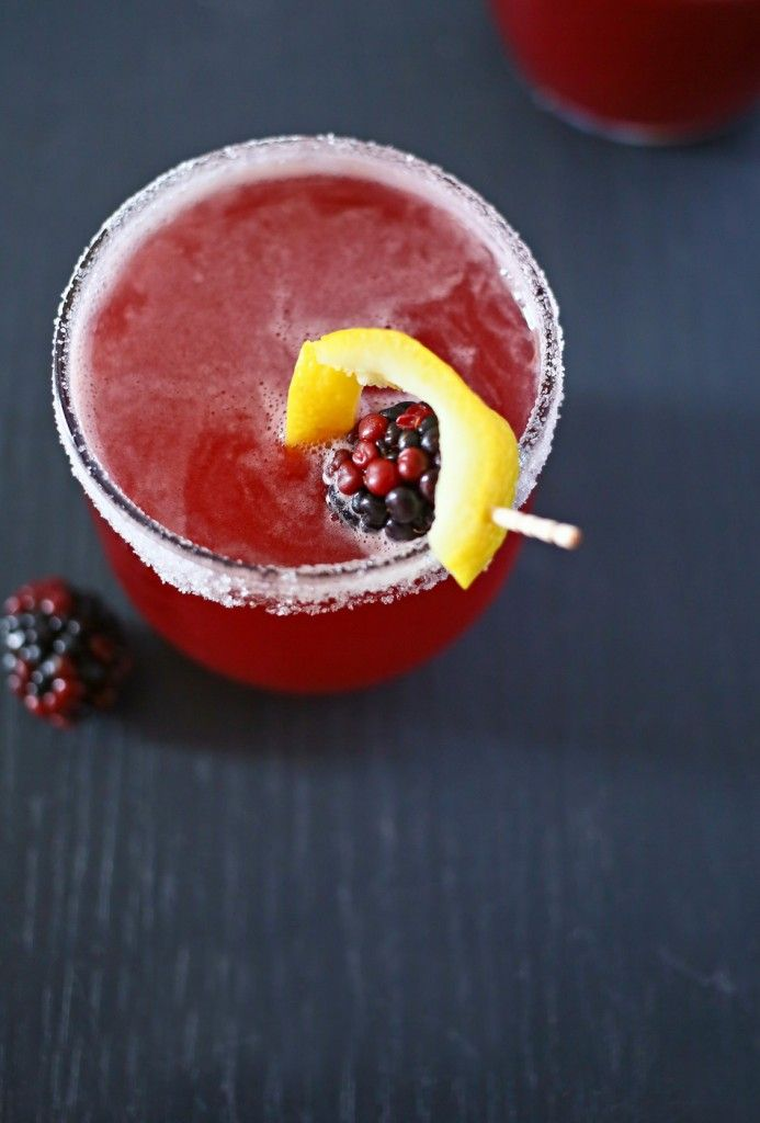 Blackberry Irish Whiskey Sour, easy drink recipes, mix drinks, mixed drinks, alcoholic drinks, good mixed drinks, fruity alcoholic drinks, St Patricks day