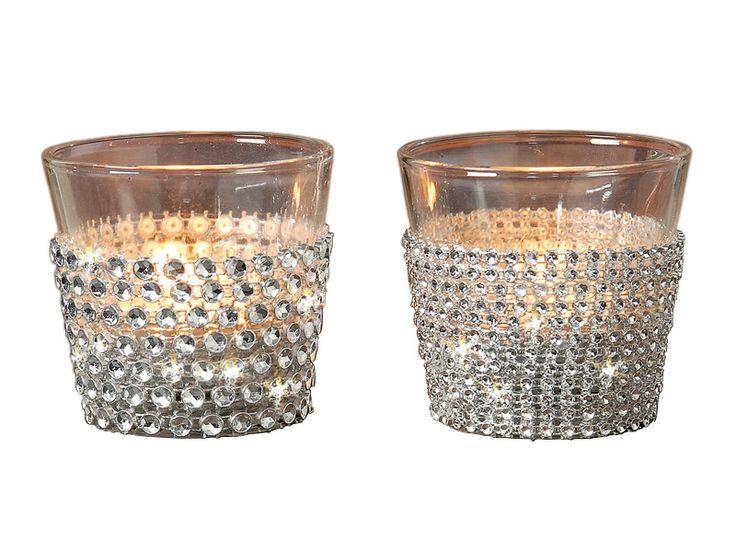 Îşi găseşte locul în orice decor, în orice aranjament şi la orice eveniment: paharul pentru lumânare de înălţime 6,5 cm. Aceste pahare pentru lumânări sunt disponibile in doua variante de model, modelul dorit alegându-se din imaginea de prezentare.