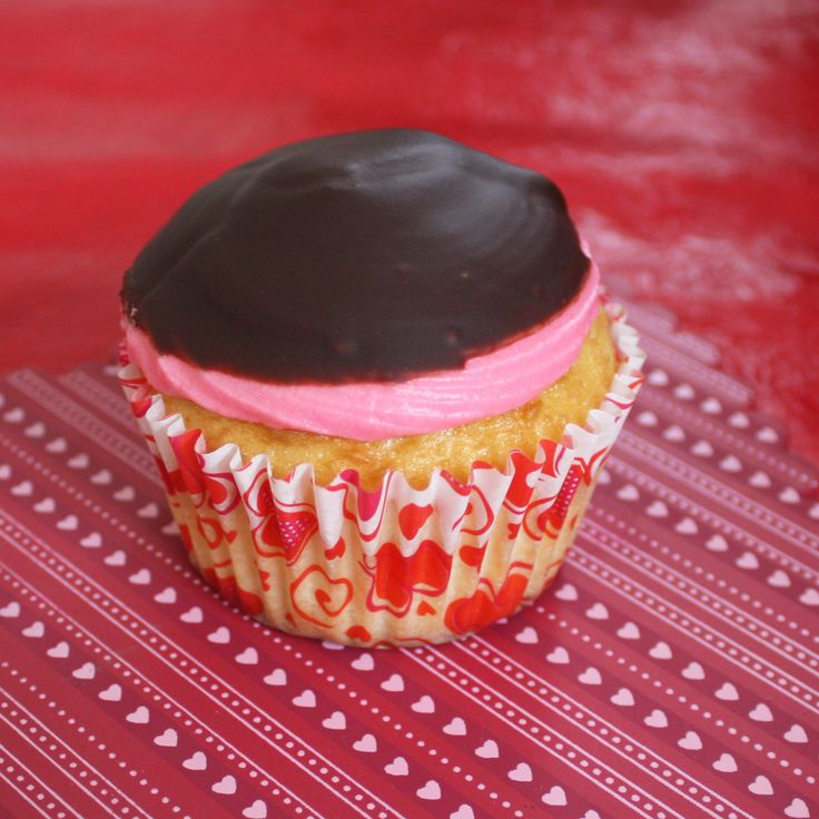 The 25+ best Chocolate strawberry cupcakes ideas on Pinterest ...