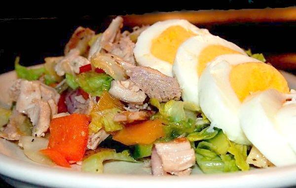 Salát s pečným kuřetem