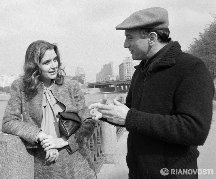 Позитив из Города Солнца - Ирина Алферова и Роберт Де Ниро на набережной Москвы–реки, 1983 год