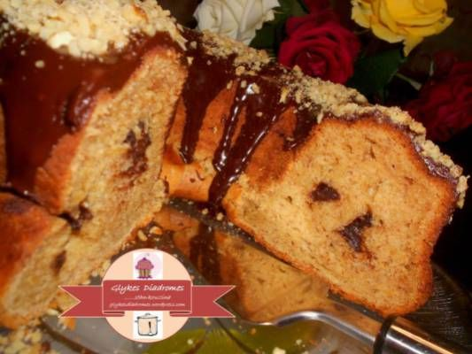 Banana chocolate chunk cake / glykesdiadromes.wordpress.com
