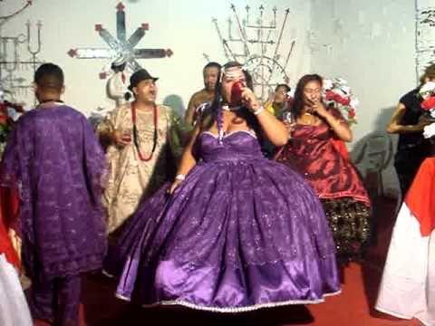 CENTRO DE UMBANDA RAINHA DA JUSTIÇA TRONCO 1 OGUN ROMPES MATO E IEMANJÁ - YouTube