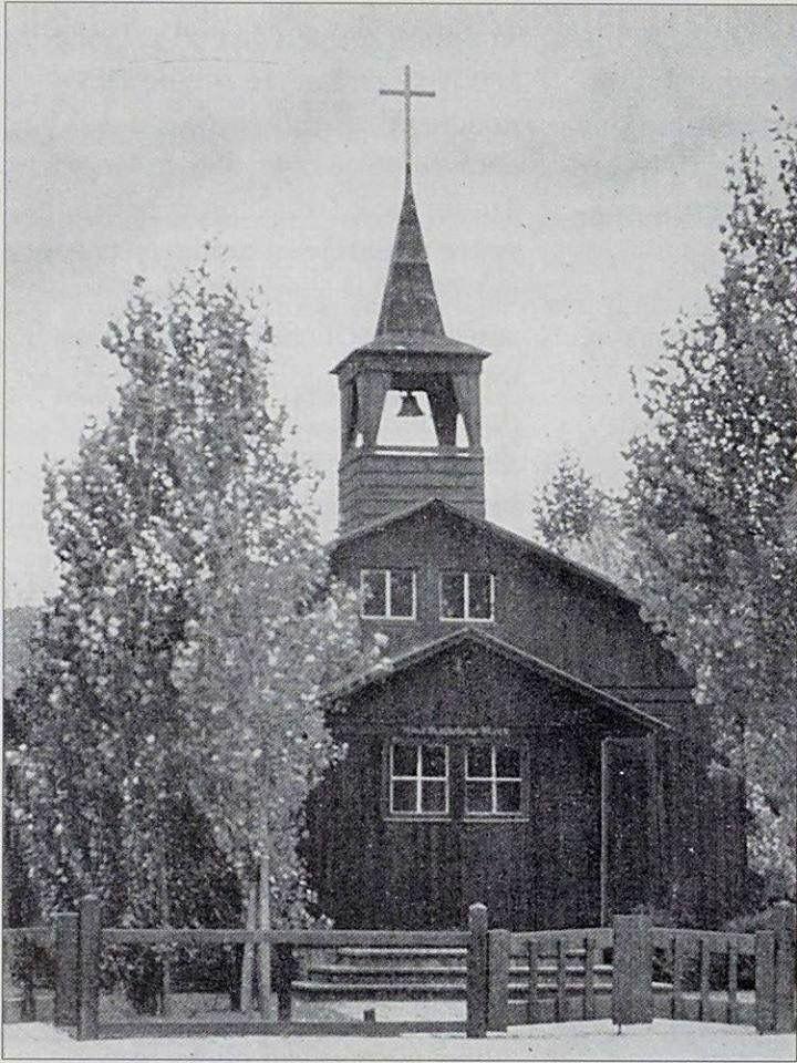 De oud-katholieke noodkerk aan de Middenweg op de hoek met de Hector Treubstraat