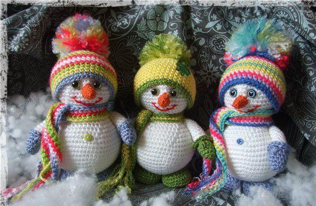 Karlar yağmaya başladı. Kardan adamsız olmaz demi. Amigurumi kardan adam örme zamanı geldi. İplik için Kartopu flora tığ için 3 numaralı tığ kullanabilirsi