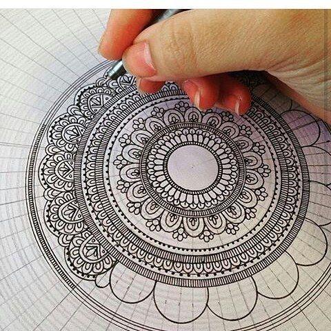 . Aquí pueden ver el proceso de cómo se realizan las mandalas...! Pero de esas que llevan mucho detalle  . ========= Créditos ========= . Mandala bonita hecha por @wish_of_hope . ========= Hashtag ========= .  #arte #artist #draw #drawing #zen #zentangleworld #zentangle #tangled #tangle #Mandala #mandalas #mandalaart #zentangleart #mandalaybay #mandalatattoo #mandaladrawing #mandaladraw #danihoyos #zentanglecondani #yosoyzentangler
