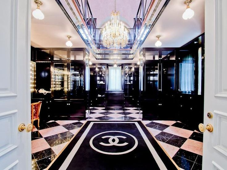 If a Chanel rug doesn't scream luxury... we don't know what does. One of the most unusual features, perhaps, of the mansion is the pink and black two-story closet fashioned after the famous Chanel boutique in Paris.