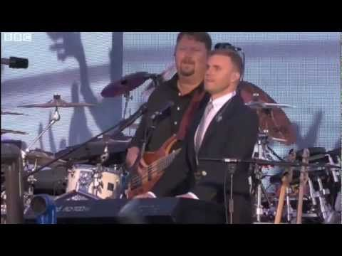 Sing - Gary Barlow & The Commonwealth Band / Military Wives Choir (Diamond Jubilee Concert HD)