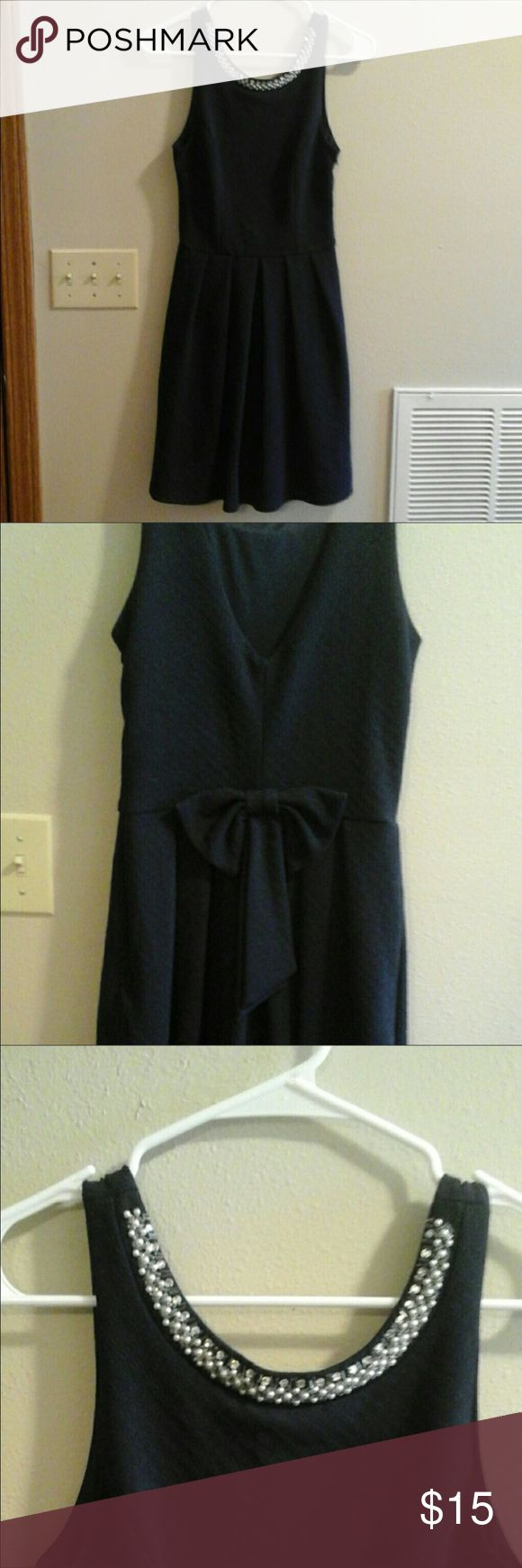 Navy Blue Bow Back Dress Size Small This beautiful navy blue bow-back dress has a gorgeous beaded neckline. It looks beautiful for weddings, church, or date night! You can't go wrong with a classic look like this. Francesca's Collections Dresses Midi