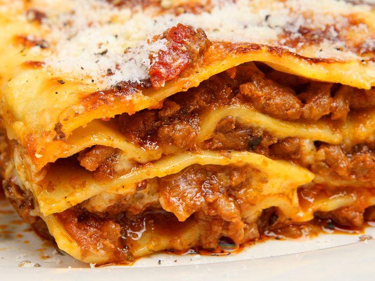 Glück in Schichten   Lasagne (Garfields und meiner Kinder Lieblingsessen :-) )  http://einfach-schnell-gesund-kochen.de/lasagne-garfields-und-meiner-kinder-lieblingsessen/
