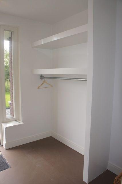 Idee voor in de hal: lack plank boven kapstok by alberta