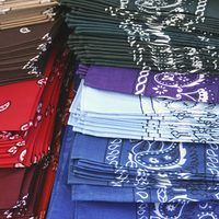 A patchwork quilt or a colorful blanket can be made from a few bandanas and a sheet of quilt batting. Cotton bandanas -- square scarves or over-sized handkerchiefs -- are historically red printed with white and black details. Today, bandannas can be found in a variety of patterns and a literal rainbow of colors. Creating a blanket using a colorful...